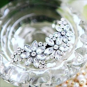 Accessories - Sparkly Floral hair barrette